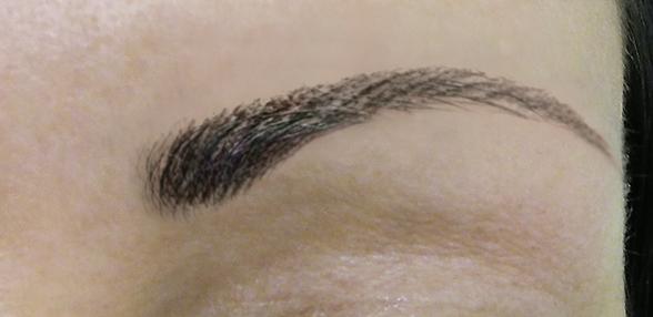so sieht eine korrigierte Augenbraue eines Riso Partners aus