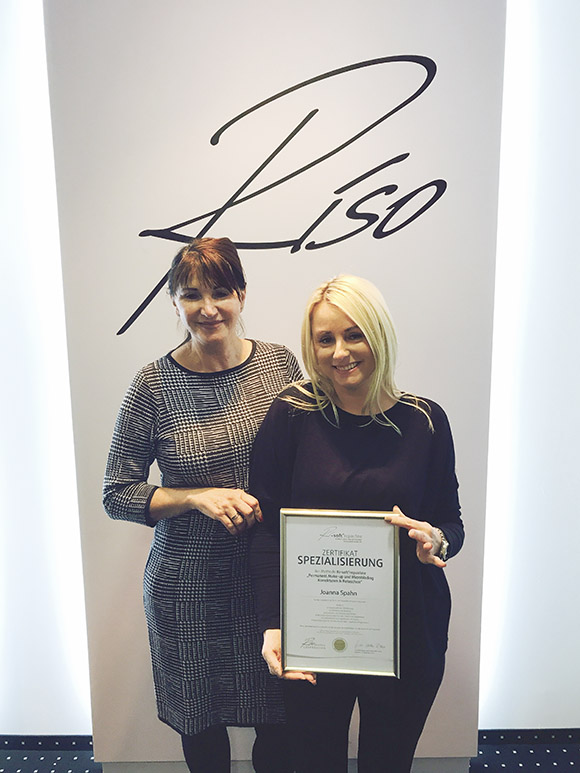 Joanna Spahn wird für Korrekturen und Retuschen zertifiziert